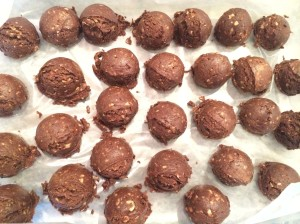 Shakeology Nutty no-bake cookies, no bake cookies, shakeology balls, shakeology no bakes, healthy cookie, healthy treat, guilt free cookie, shakeology, 21-day fix treat,
